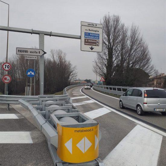cantiere Veneto Strade installazione di barriere ed attenuatori d'urto