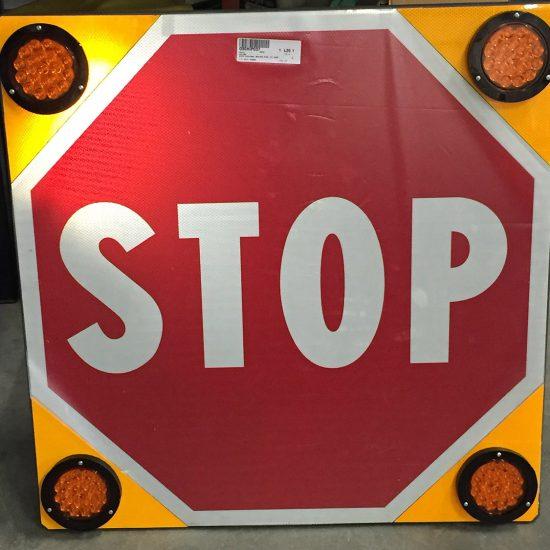 segnale stop con lampade